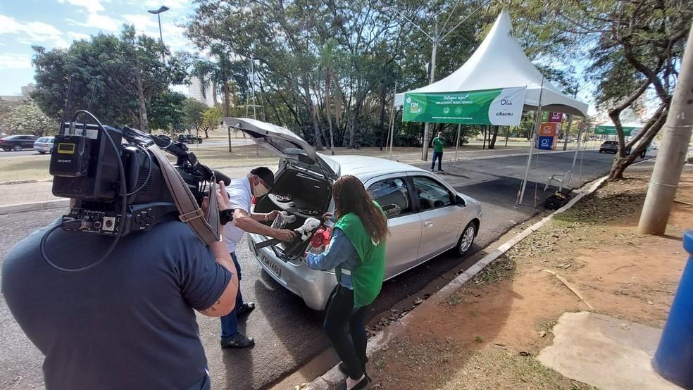 Drive-thru de doação de mudas e descarte de aparelhos eletrônicos é realizado em Sorocaba